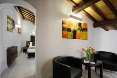 Hotel Trevi Rome, Italie : Petit salon d'une chambre