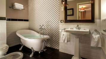 The B Place Hotel Roma : salle de bain d'une chambre