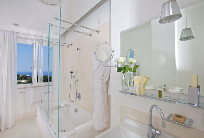 Salle de bain d'une chambre de l'hôtel Casa Angelina