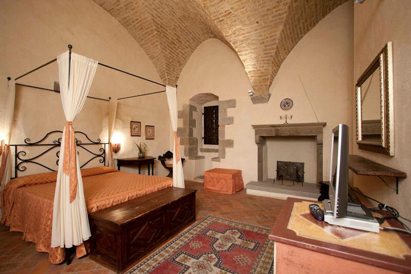 Torre Santa Flora, hotel de charme en Toscane (Arezzo, Subbiano) : Chambre dans la tour médiévale