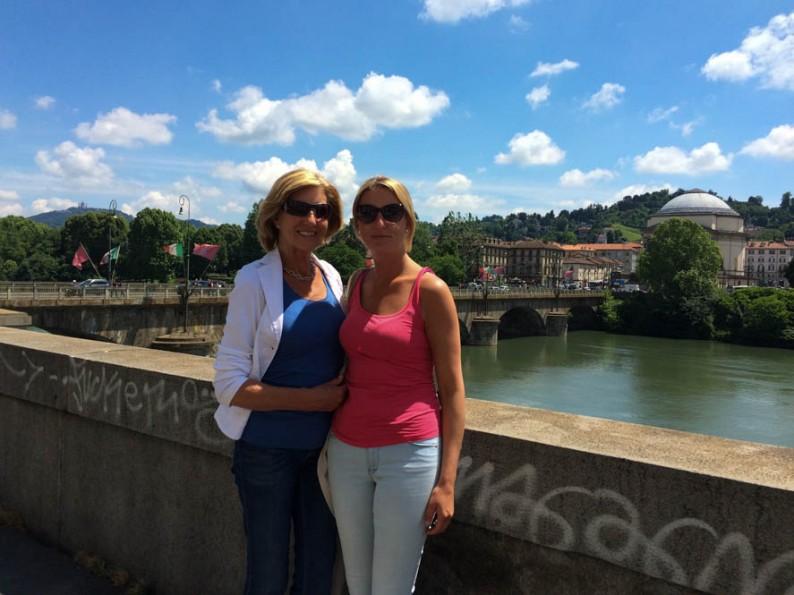 Henriette Bokslag van Travel Around With Me en haar moeder, op reis in Italië