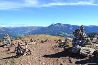 Stoanerne mandln ofwel de Uomini di Pietro in Val Sarentino, Zuid-Tirol, Italië