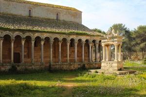 Colonnato e Pozzo