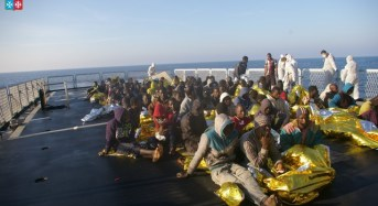 Fermati 4 scafisti egiziani partiti dalla Libia con a bordo 244 siriani