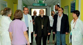 Ragusa, il vescovo Urso tra i degenti della Clinica del Mediterraneo