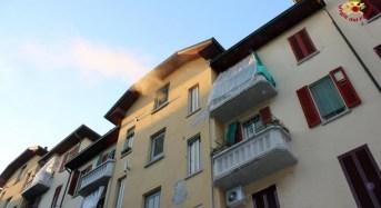 Milano, incendio appartamento tratta in salvo una donna