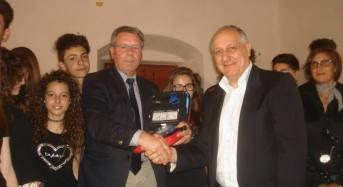 """Acate.Il Kiwanis di Vittoria dona un defibrillatore al Comprensivo """"Puglisi""""."""