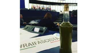 L'europarlamentare Corrao porta bottiglia olio extravergine in aula al Parlamento Europeo