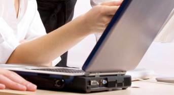 Sextortion. Estorsioni sessuali online. L'allerta su Comissariato di PS On Line della Polizia Postale che invita a non accettare conversazioni in rete a sfondo sessuale.