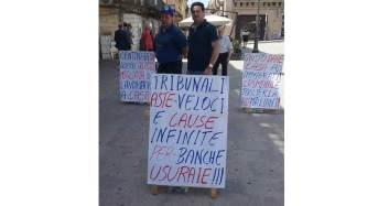 Sciopero della fame di Angelo Giacchi e Mariano Ferro per avere risposte dalla classe politica sul dramma delle case all'asta