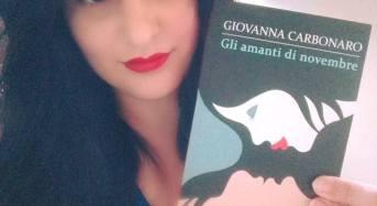 """Acate. Venerdì 29 luglio ore 19,00 presentazione del nuovo romanzo di Giovanna Carbonaro: """"Gli amanti di novembre"""", al Circolo di Conversazione."""