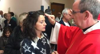 Al reparto di Oculistica dell'ospedale Maria Paternò Arezzo di Ragusa il rito della benedizione degli occhi