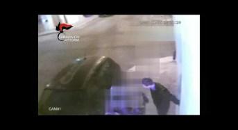 Vittoria. Rapine e aggressioni, sgominata baby gang: Carabinieri arrestano due minorenni – VIDEO