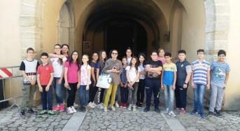 """Acate. Alunni della scuola media """"Volta"""" in visita al Castello."""