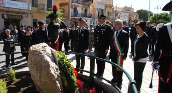 Scopertura di un monumento in onore dei caduti dell'arma dei carabinieri