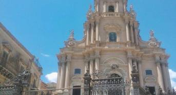 Dal nero al bianco . Al Duomo di San Giorgio video installazione – performance