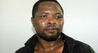 Noto, nudo e agitato vaga per strada. La Polizia arresta un cittadino nigeriano
