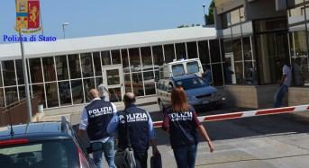La Polizia di Stato arresta due infermiere dell'ospedale di Vittoria (RG) per peculato – Foto
