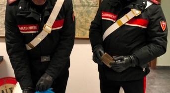 Monreale. Lanciano la droga dal balcone: I carabinieri arrestano due giovani