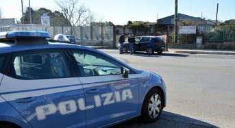 Autocarro in panne sui binari: la Polizia di Stato evita l'impatto con il convoglio in transito