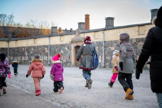 Suomenlinnaa kehitetään kestävästi matkailukohteena