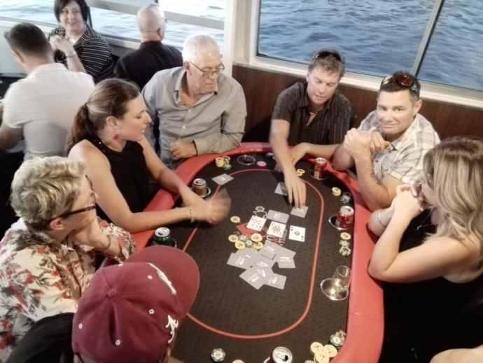 Laivojen pokeriturnaukset