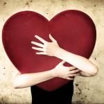 É MELHOR ABRAÇAR MAIS! – por Cristiani Cosendey