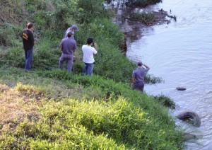 Corpo foi encontrado por pescador, na tarde de domingo