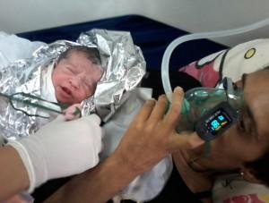 Bebê nasceu dentro de viatura do Samu: mãe e filho passam bem (Rodrigo Fernandes)
