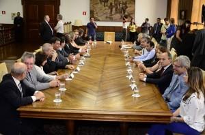 Comitiva itapirense durante assinatura do contrato da Fatec, em São Paulo (Divulgação)