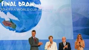 Dilma Rousseff abriu a cerimônia de sorteio final das chaves da Copa do Mundo (Roberto Stuckert Filho/PR)