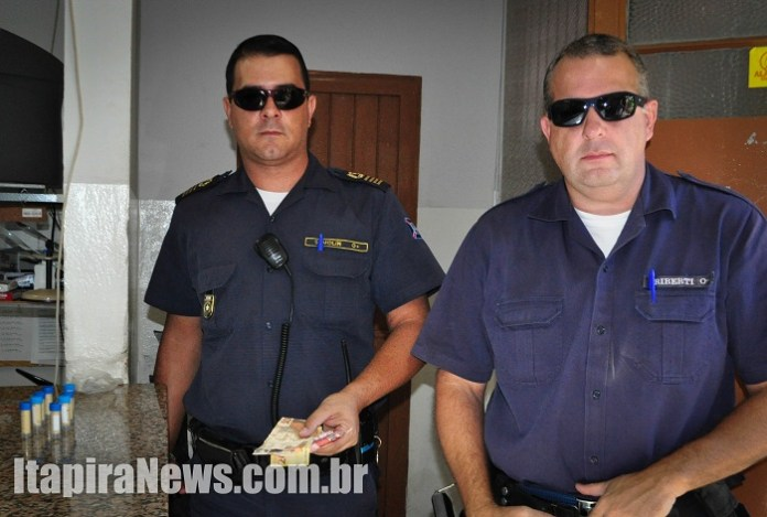 Semolin e Riberti apresentaram drogas e dinheiro na Delegacia