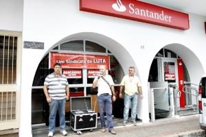 Sindicalistas paralisaram agência que deverá ser fechada (Holofoto/Seeb Campinas)