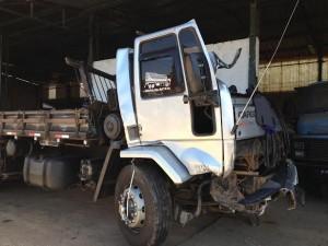 Cabine do caminhão em que estava Ednilson ficou totalmente destruída (Rodrigo Dias Braga/Portal Mogi Guaçu)