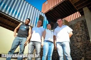 Ferraz, Lima, Franciele e Rodrigo na parte inferior da obra