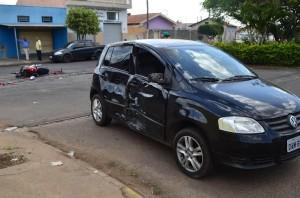 Carro também ficou bastante danificado (Jefferson Rodrigo/Portal Mogi Guaçu))