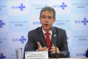 O ministro da Saúde, Arthur Chioro, fala sobre o primeiro caso suspeito de Ebola no país (Elza Fiúza/Agência Brasil)