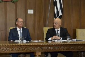 Alckmin e o secretário estadual Alexandre Moraes duarante sanção do projeto na capital (Rodrigo Paneghine)