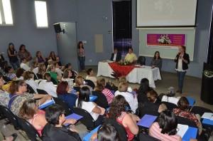 Conferência reuniu grande número de mulheres no auditório da Aipa (Divulgação)