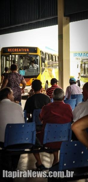 Ônibus pararam por duas horas em Itapira