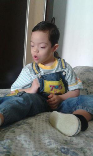 O pequeno Lucas precisa do apoio solidário da comunidade itapirense (Divulgação)