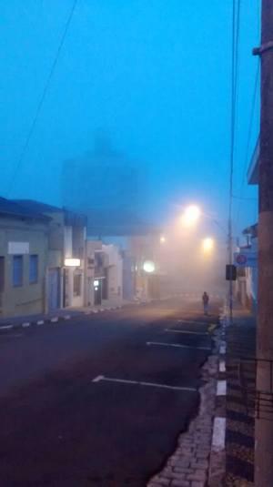 Muito frio: neblina tomou conta das ruas no início da manhã (Humberto Butti/Reprodução)