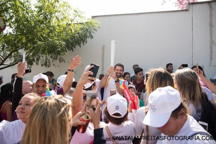 Passagem da tocha por Limeira chamou atenção de centenas de pessoas (Natália Freitas/Divulgação)
