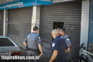 Guardas e policiais militares fizeram o cerco, mas bandidos conseguiram fugir