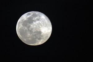 A lua não chegava tão perto assim da Terra desde 1948 e não voltará a fazê-lo até 2034 (Arquivo/Agência Brasil)