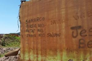 Pichações em muros de antigas casas de Bento Rodrigues trazem mensagens de moradores (Léo Rodrigues/Agência Brasil)