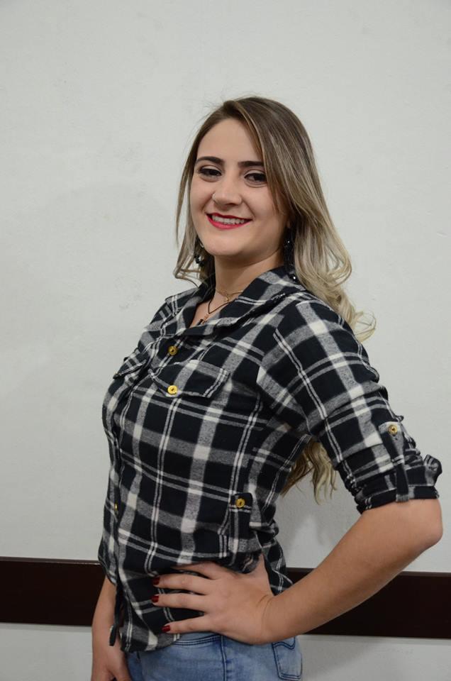 Adriele Letícia Corrêa – 25 anos