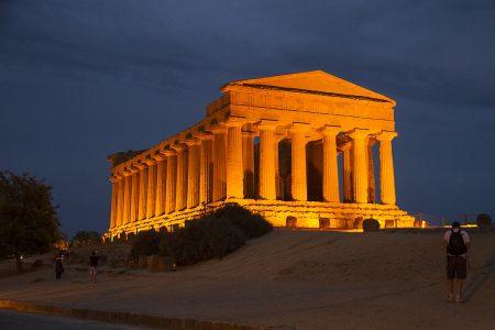 tempio di concordia illuminato