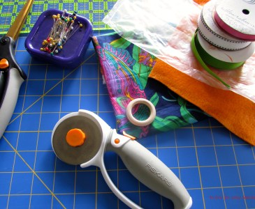 Materials needed to sew a simple crinkly taggie toy. http://www.itchinforsomestitchin.com
