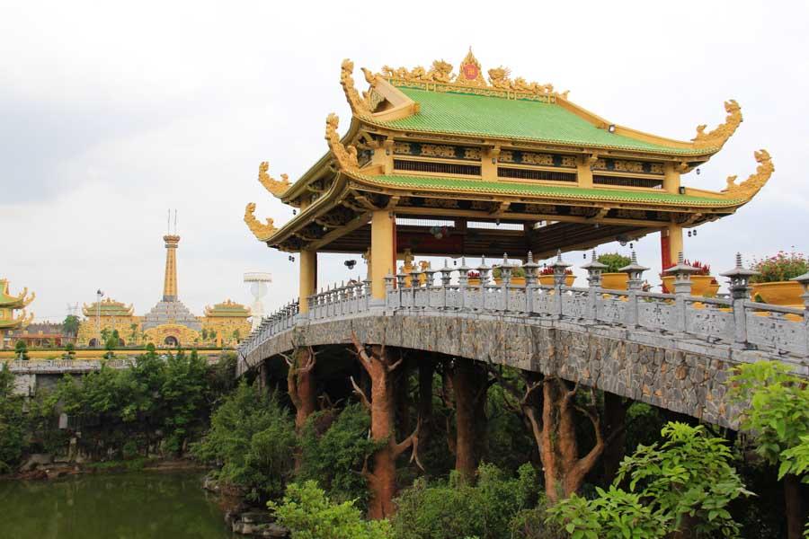Dai Nam Park bridge